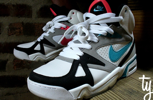 nike-hoop-structure-air-structure-triax-colorway-1
